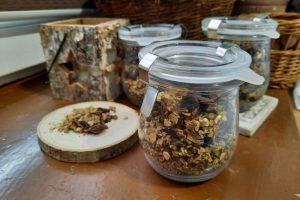 Kawa roślinna z korzenia mniszka, cykorii, karobu prażona