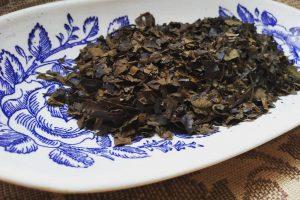 Herbata utleniana z młodych liści dzikiej gruszki ulęgałki